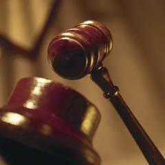 حاول شنق نفسه في قفص محكمة الجنايات بدمشق