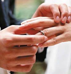 دراسة علمية: أيها العزاب.. تزوجوا تزداد دخولكم